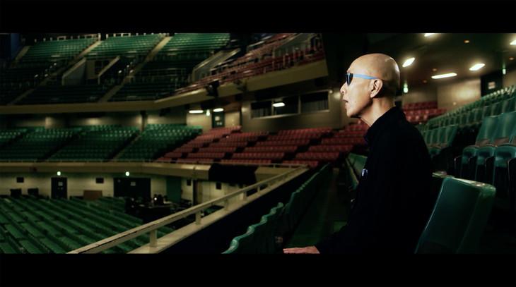 サンプラザ中野くん「大きな玉ねぎの下で」MVのワンシーン。