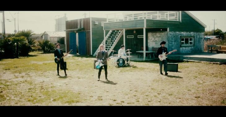 ドラマチックアラスカ「for you!!」ミュージックビデオのワンシーン。