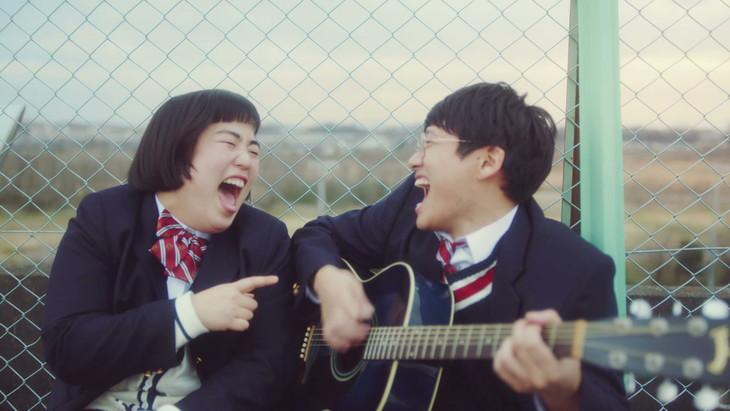 「肌ラボ」Web動画「恋する肌キュン~春篇〔出会い〕~」のワンシーン。