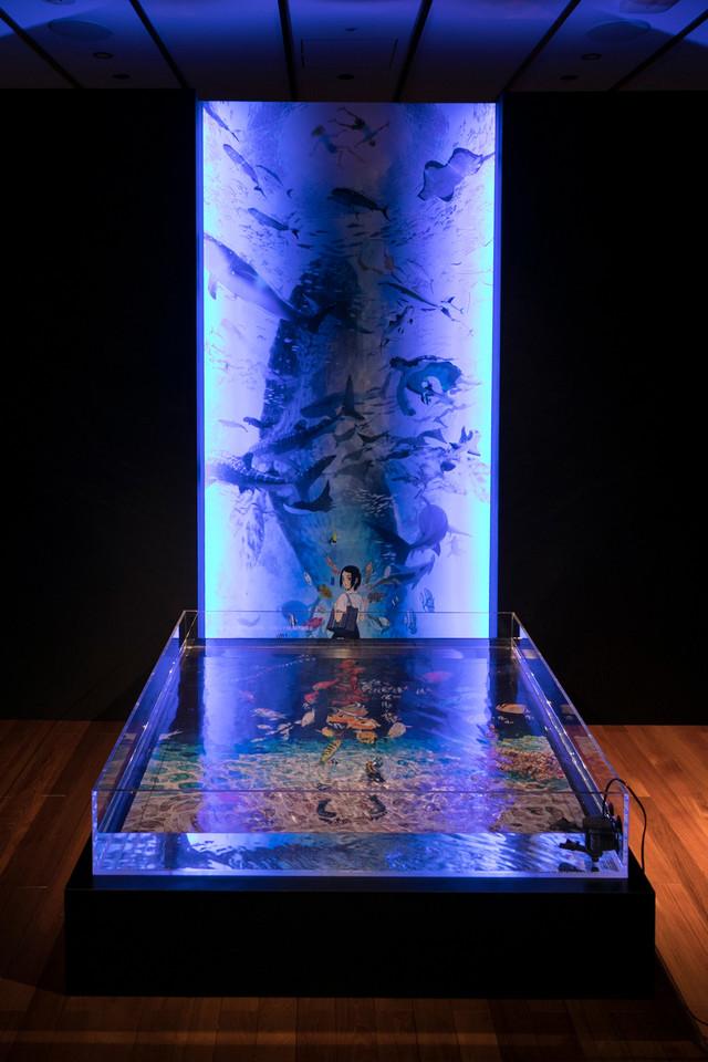 地下1階「深海」に展示された「海の幽霊」のジャケットと「海獣の子供」ビジュアル。(写真提供:ソニー・ミュージックレーベルズ)