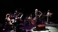 細野晴臣「Haruomi Hosono Gramercy Theatre」5月29日アメリカ ニューヨーク Gramercy Theatre公演の様子。 (Photo by M.Handa)