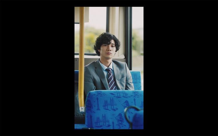 スキマスイッチ「青春」ミュージックビデオのワンシーン。