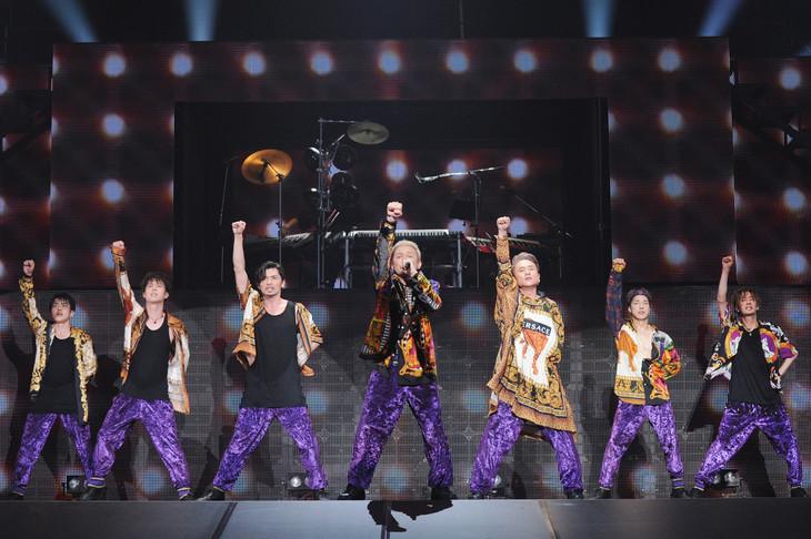 左からKENZO、YORI、U-YEAH、ISSA、KIMI、DAICHI、TOMO。(写真提供:エイベックス)