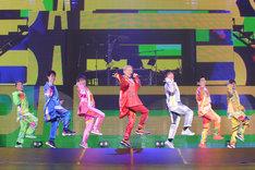 左からKIMI、YORI、DAICHI、ISSA、KENZO、U-YEAH、TOMO。(写真提供:エイベックス)