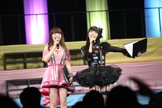 左からぱいぱいでか美、相沢梨紗(でんぱ組.inc)。(Photo by cherryman)