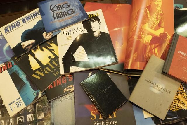 ファンクラブ会報誌や写真集、20年前の雑誌などが何十冊も。