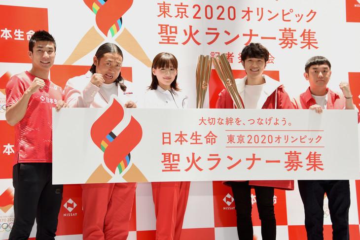 左から桐生祥秀選手、ロバート秋山、綾瀬はるか、ゆず。