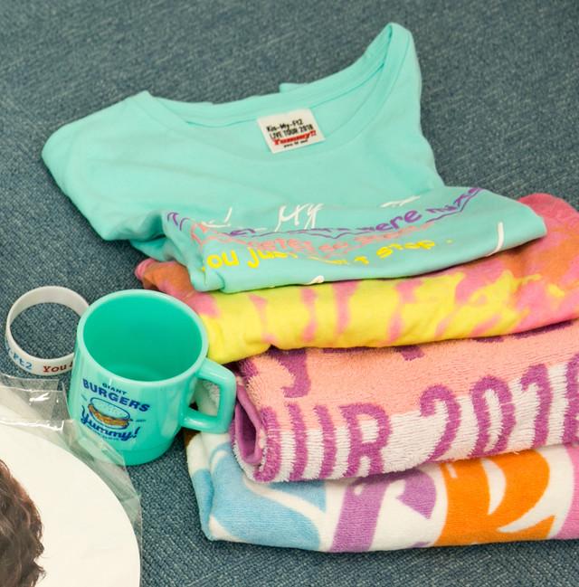 ツアーのたびに買うTシャツやタオル。