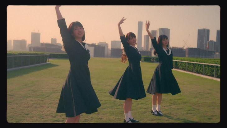 日向坂46「やさしさが邪魔をする」ミュージックビデオより。