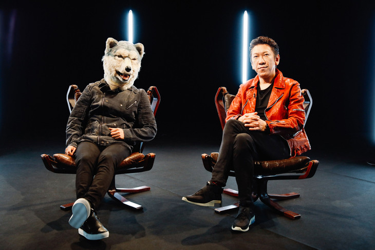 左からJean-Ken Johnny(MAN WITH A MISSION)、布袋寅泰。