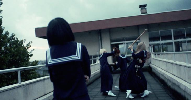 MIGMA SHELTER「69」ミュージックビデオのワンシーン。