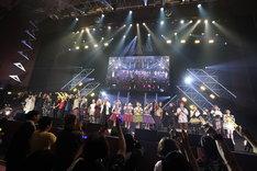 "「EVIL LINE RECORDS 5th Anniversary FES.""EVIL A LIVE"" 2019」フィナーレの様子。(写真提供:キングレコード)"