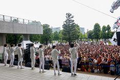 M!LKのリリースイベントの様子。(撮影:小坂茂雄)