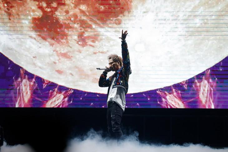 登坂広臣(三代目 J SOUL BROTHERS from EXILE TRIBE)「HIROOMI TOSAKA 台北演唱會 2019 SUPERMOON ~UNDER THE MOONLIGHT~」の様子。