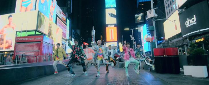 DA PUMP「P.A.R.T.Y. ~ユニバース・フェスティバル~」ミュージックビデオのワンシーン。