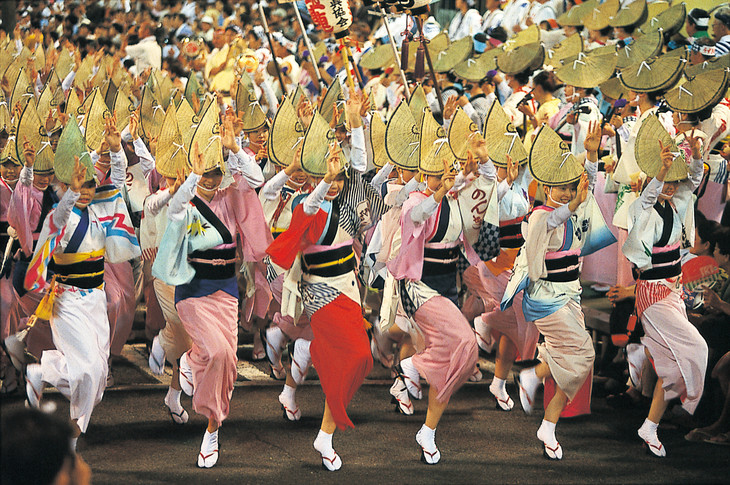 「徳島市阿波おどり」総踊りの様子。(写真提供:徳島市)