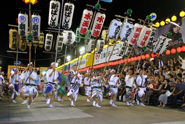 「徳島市阿波おどり」総踊りの入場シーン。(写真提供:徳島市)
