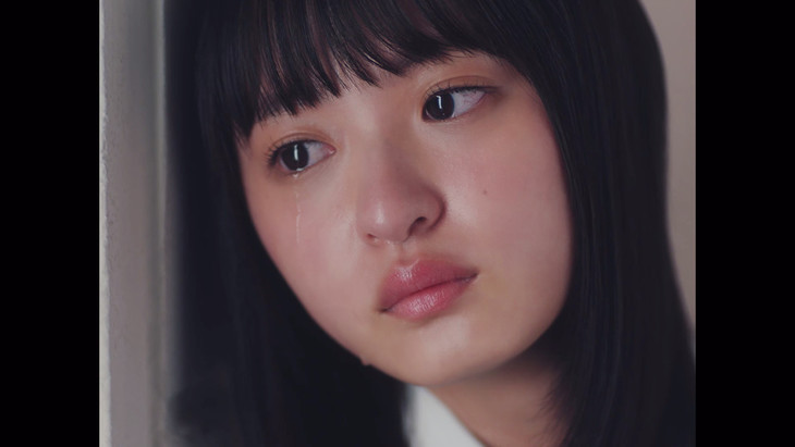 乃木坂46「夜明けまで強がらなくてもいい」ミュージックビデオのワンシーン。