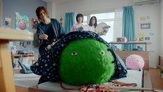 「SUUMO」テレビCM「スーモとヤバT お宅訪問」編のワンシーン。