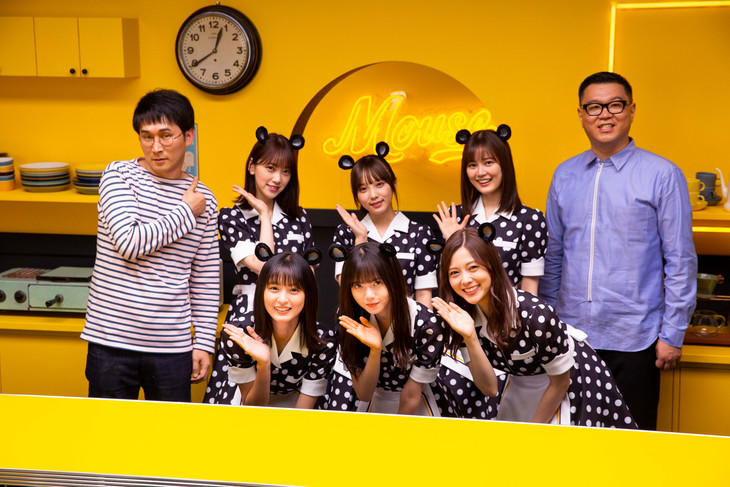 マウスコンピューターのWeb動画「Daily Life of Mouse Diner」で共演したシソンヌと乃木坂46。