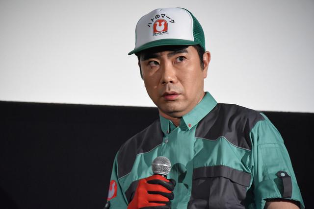 細野豪になりきる藤井隆。