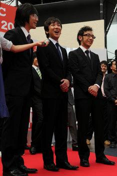 決勝進出時の記者会見では、控えめな発言に終始していた彼らがコント師として最高の栄誉を手にした。