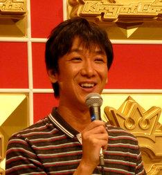 質疑応答では飯塚が中心となって質問に答えることが多かった。芸能マスコミのテレビカメラに向かって「単独ライブが草月ホールでありますので来て下さい」とちゃっかり宣伝する余裕も。