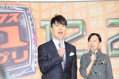 決勝進出者発表記者会見で司会を務めた藤井隆。