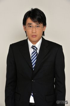 ロク(本物の蜂須賀悟郎)役のフルーツポンチ村上。(c)TBS