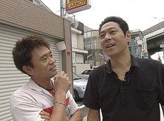 番組の一場面。写真左から浜田雅功と東野幸治。