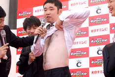 今年のコント日本一に輝いたキングオブコメディ。なお、明日9月24日(金)22時より、ニコニコ動画公式チャンネル「サイゾーテレビ」にて、キングオブコメディのトークバラエティ「ニコニコキングオブコメディ」第8回が生放送される。こちらも要チェックだ。