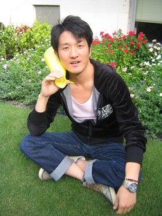 アイドル研究家芸人としても名を馳せるポテト少年団菊地。(c)吉本興業