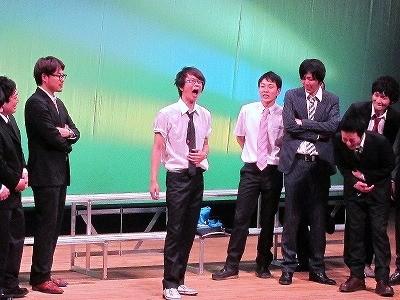 永沢は無理やり、喜びをギャグで披露させられることに。