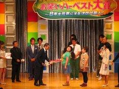 東京・新宿明治安田生命ホールにて開催された「第2回 あなたが選ぶ!お笑いハーベスト大賞~日本を元気にする次世代芸人!」。優勝はマセキ芸能社のニッチェ。