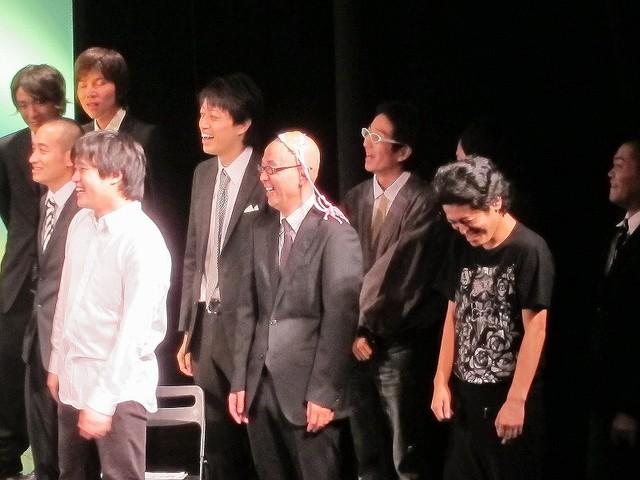 エンディングで、LADY WAGAの衣装でボケるHi-Hi岩崎。