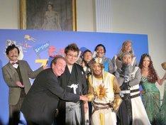 東京・駐日英国大使館にて行われた「モンティ・パイソンのスパマロット featuring SPAM」製作発表記者会見。