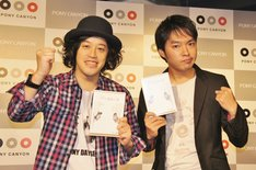 DVD「エレキコミック第20回発表会『NaNoNi』」発売記念イベントに登場したエレキコミック。