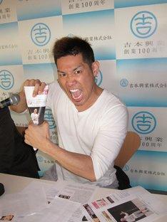 6月8日(金)に渋谷ヨシモト∞ホールで開催されるレイザーラモンRGのイベントライブ「RG38歳の誕生日。38といえば38マイク。HG、漫才しようか。」に異議を唱えるレイザーラモンHG。