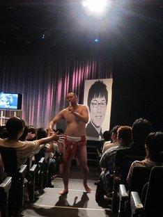 新宿・ルミネtheよしもとにて開催されたイベント「RGが120分あるある歌いつづけ、それを浅越ゴエが120分実況解説する会」。