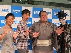 東京・サンシャインシティ池袋噴水広場にて行われた「相撲」デジタル蔵観光創刊記念イベントに登場したロザン、琴奨菊、デーモン閣下。