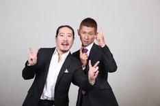 「日清食品 THE MANZAI 2012 年間最強漫才師決定トーナメント」に出場する笑い飯の西田(左)と哲夫(右)。