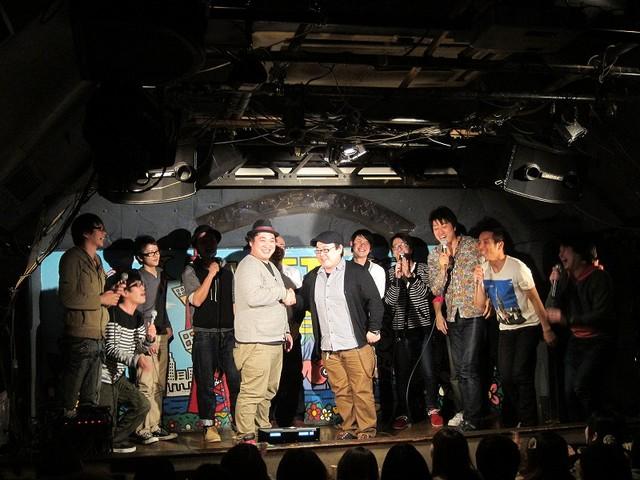 3月1日、東京・新宿ロフトプラスワンにて行われたオールナイトトークライブ「FKD48 TALK LIVE~虎視眈々~」。FKD48の仲直り団体芸。