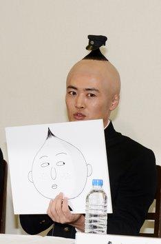 主人公の永沢君役を演じる劇団ひとり。