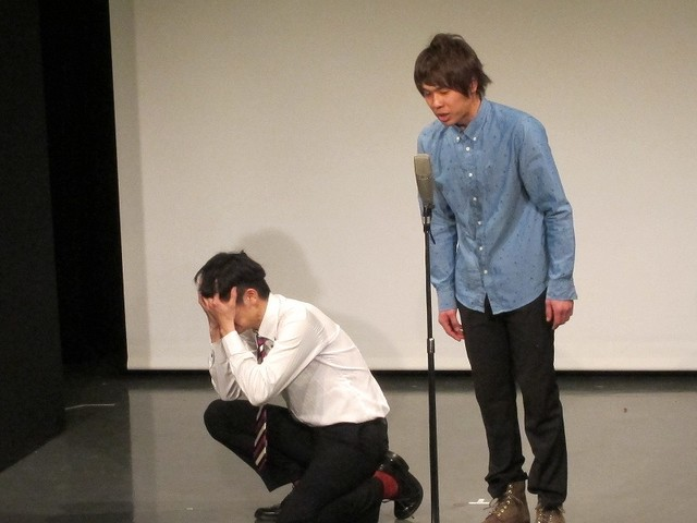 漫才中、金井に褒められたいあまり暴走する和田。