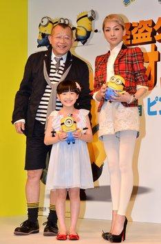 3Dアニメ映画「怪盗グルーのミニオン危機一発」の吹き替えキャスト発表会見に出席した(左から)笑福亭鶴瓶、芦田愛菜、中島美嘉。