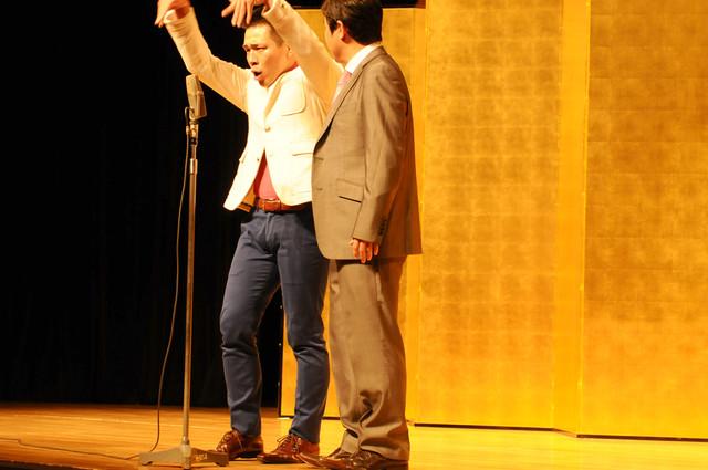 「平成25年 漫才新人大賞」予選会でネタを披露するランチランチ。
