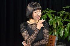 「TV Bros.TV」に出演する清水ミチコ。写真は桃井かおりのモノマネを収録した際の装い。
