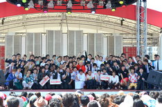 「THE MANZAI 2013 認定漫才師50組発表会」の模様。