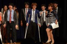 エンディングではスパローズ森田や山田邦子が、足の骨にヒビが入っている三四郎・小宮に蹴りを入れる場面も。