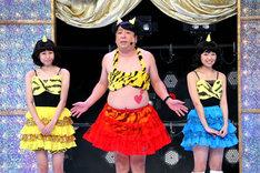 「ゴッドタン 第11回 芸人マジ歌選手権」の一場面。(c)テレビ東京